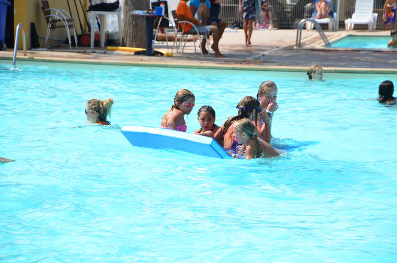 Holiday park with pools and slides nearby the beach of for Camping a palavas les flots avec piscine