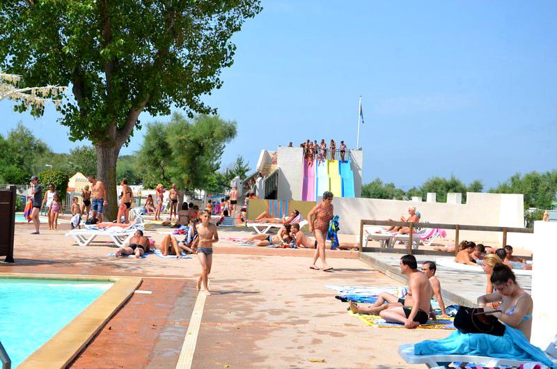 Camping avec piscine et toboggans 50 m tres de la plage for Camping a palavas les flots avec piscine